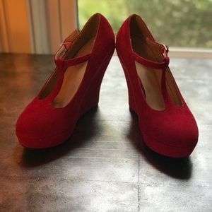 Delicacy fabulous red wedges